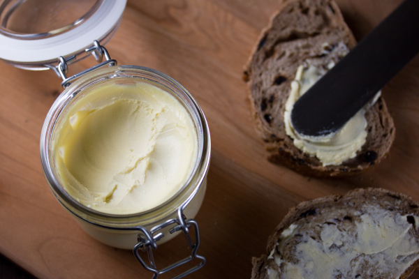 Vegetable spread and bread