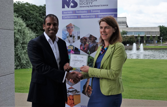 Dr Matthew Kurien receives the Julie Wallace Medal from Professor Alison Gallagher