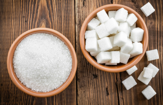 bowl of sugar granules and bowl of sugar cubes